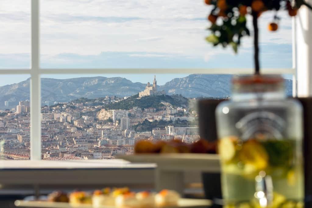Location salle de séminaire à Marseille vue sur la Bonne Mère - Sky Center WTCMP